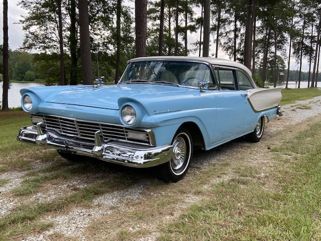 157-1957 Ford Fairlane 2-Door Club Sedan