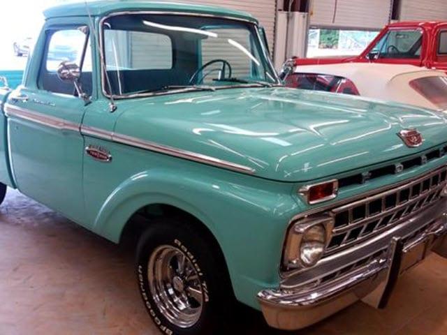 125-1965 Ford F100 SWB Pickup Truck